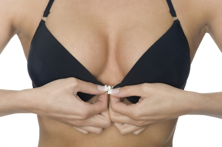 Анатомия красоты: почему пациентки выбирают анатомические импланты для увеличения груди