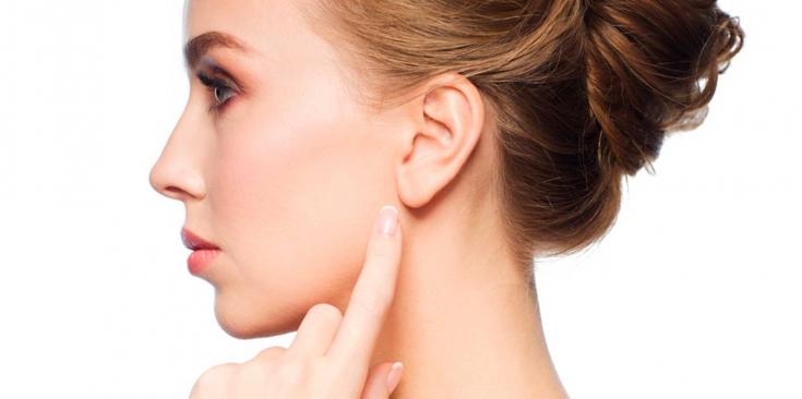 Эффективные методы коррекции морщин в области уха