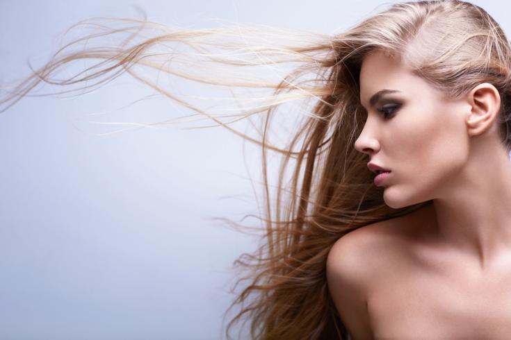 Электризуются волосы зимой: что делать