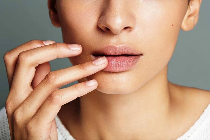 Как лечить обветренные губы в любые сезоны