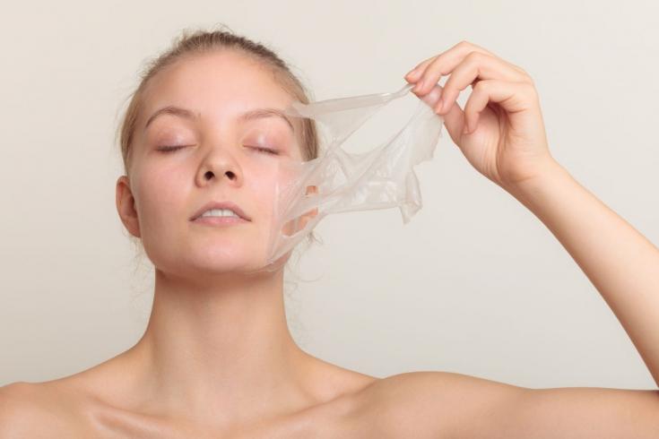 Как правильно готовиться к пилингам лица и проходить реабилитацию после них