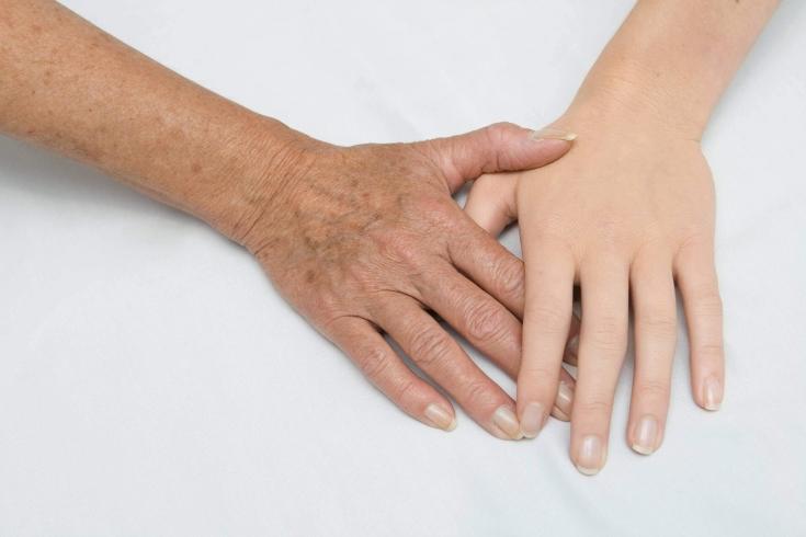 Как вернуть молодой вид кистям рук: сочетанные возможности инъекционных препаратов
