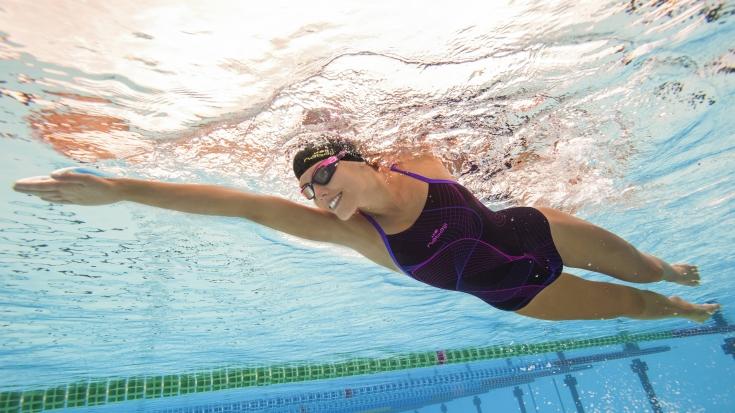 Польза плавания в бассейне для женщин и советы начинающим