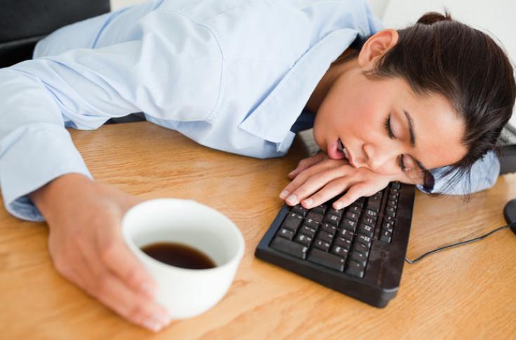 Днем, смешная картинка человека который хочет спать