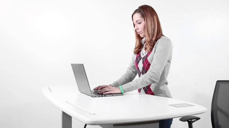 Преимущества и недостатки столов для работы стоя