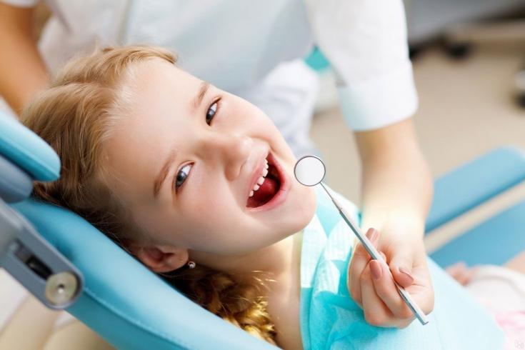 8 проведение метода серебрения для лечения кариеса молочных зубов