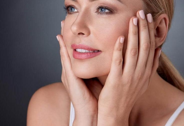 Усиленный эффект филлера двойного действия при коррекции овала лица