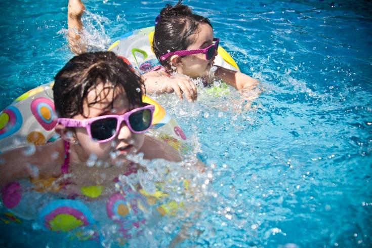 Выбираем солнцезащитный крем для детей: на что стоит обратить внимание