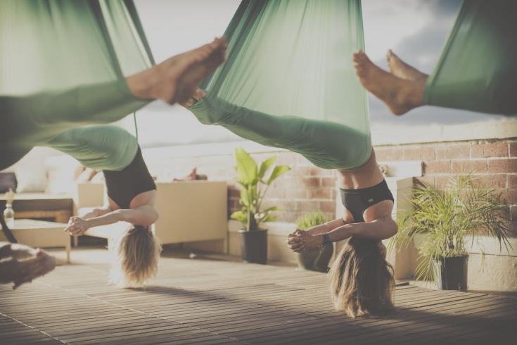 Йога в гамаках: духовные и физические практики на высоте