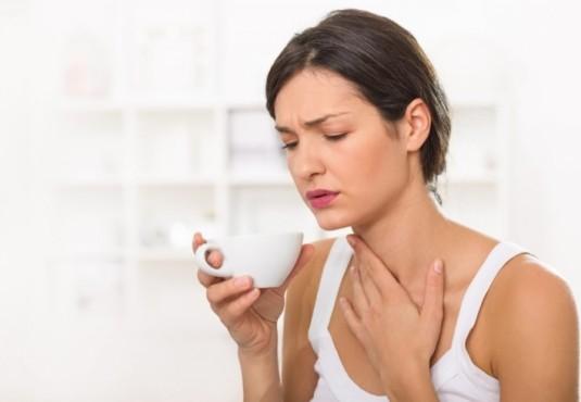 Почему болит горло летом: решаем проблему доступными способами
