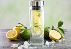 4 мифа о пользе воды с лимоном: как не навредить себе