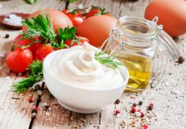Чем заменить майонез в салатах: 7 полезных альтернатив калорийному продукту