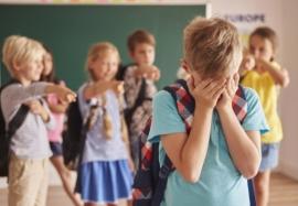 Ребёнка обижают в школе – что делать родителям