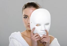 Гормональное акне: уход за кожей в зависимости от фазы менструального цикла