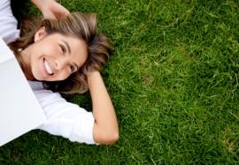 Как чувствовать себя счастливым: полезные советы и работающие техники