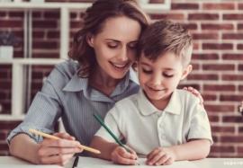 Как делать уроки: стоит ли родителям помогать ребенку