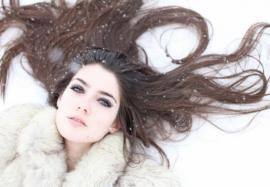 Как зимой бороться с сухостью волос