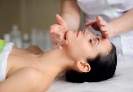 Косметический массаж лица: показания, техника и результат