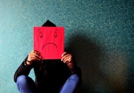 Несчастный человек: топ-6 привычек, которые выдают и программируют