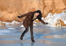 Падение на льду: как избежать травм и переломов