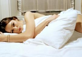 Почему полезно спать без одежды: 7 причин раздеться