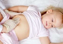 Почему у ребёнка болит живот: 5 основных причин