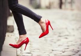 Причины отеков ног у женщин —  болезнь или образ жизни