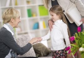 Развитие ребенка в обществе: как привить детям хорошие манеры