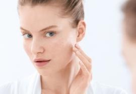 Решающие факторы развития угревой болезни: штамм P. acnes и кожное сало