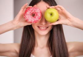 Как продукты питания могут влиять на течение угревой болезни