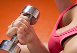 Упражнения для груди: как сделать бюст красивым и подтянутым