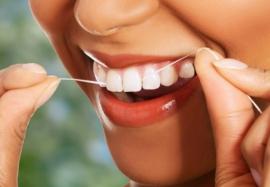 Зачем нужна зубная нить: правила использования
