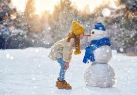 Занятия для детей зимой: чем занять ребенка дома и на улице