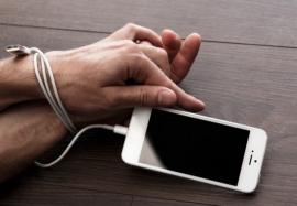 Зависимость от смартфона: чем опасен современный гаджет